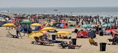 Holanda. 41,7 Agobiados por las temperaturas, los holandeses inundaron las playas del norte del país