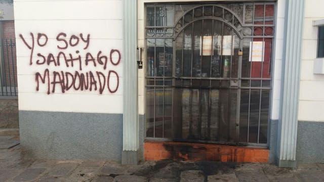 Fue atacado el consulado argentino en La Paz