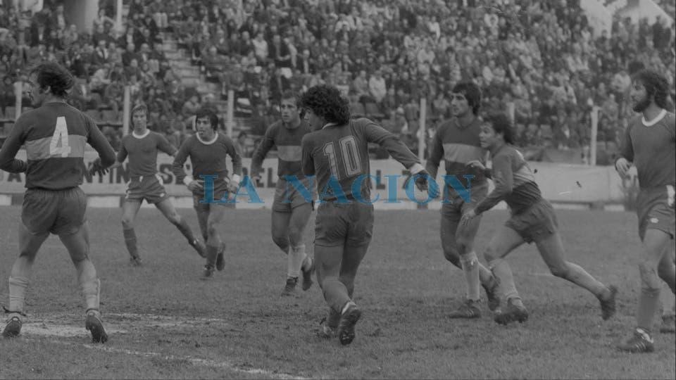 7-8-1977: contra Boca en La Paternal, fue derrota 1-0, con gol de Ernesto Mastrángelo.. Foto: LA NACION