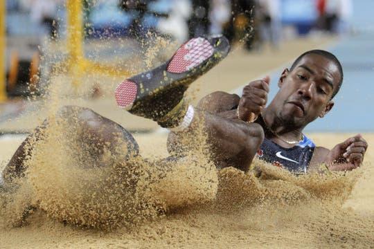 El estadounidense Christian Taylor, en la competencia de triple salto. Foto: AFP / AP, Reuters y EFE