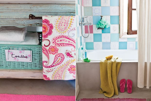 Cerrando la bañadera de cemento alisado, el contraste de una suave cortina de lino que permite el paso de la luz natural y una alfombra tejida (todo de Sociedad de Diseño).  /Santiago Ciuffo