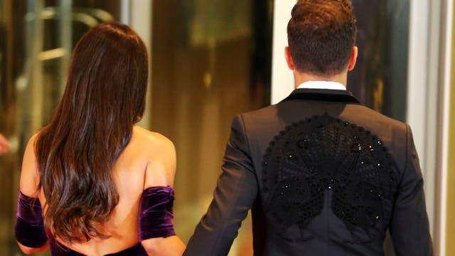 Cesc Fabregas y su esposa Daniella Semaan. Foto: Reuters / Marcos Brindicci