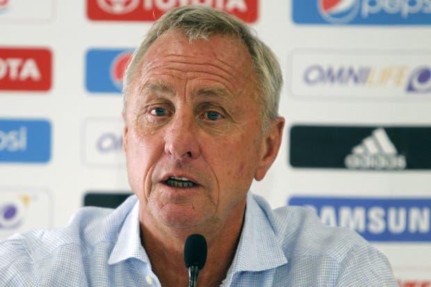 Cruyff cree que hay que acompañar más a Messi