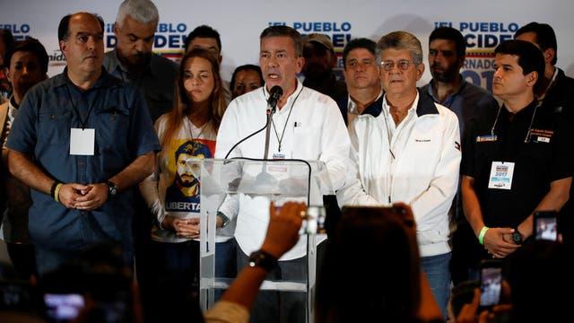 Gerardo Blyde, el jefe de la campaña de la oposición, se dirige a los medios, en Caracas