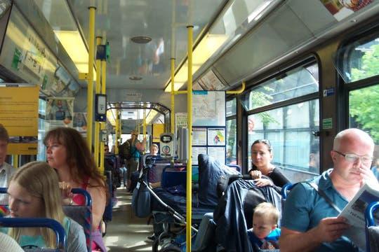 Vista interior de los tranvías de la ciudad. Foto: LA NACION / Juan Pablo De Santis