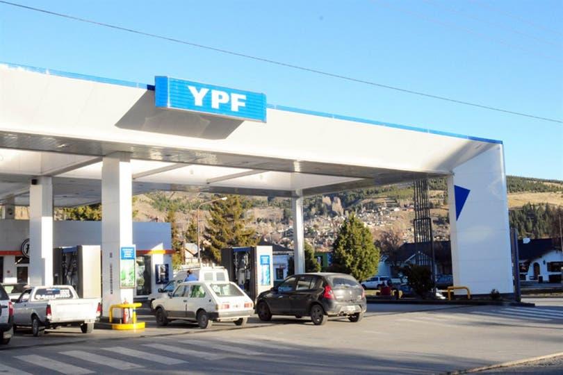 El aumento de YPF sumará 0,18 puntos; se agregan las alzas previstas de luz, transporte y prepagas