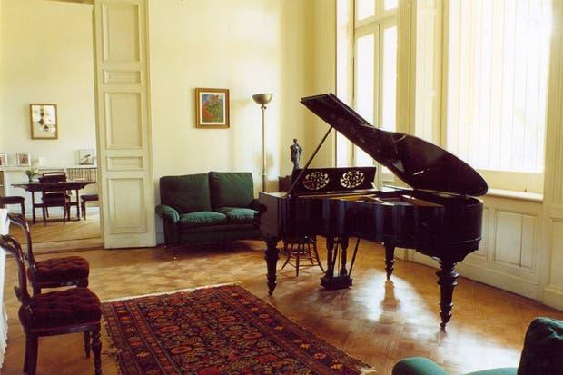En la sala de música, el piano Steinway comprado en París, fue tocado por Igor Stravinsky y Federico García Lorca..