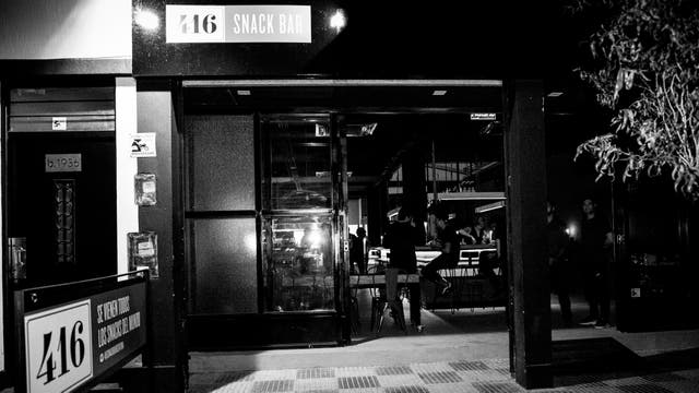 El local se parece al original de Toronto, con luces bajas y mucha madera