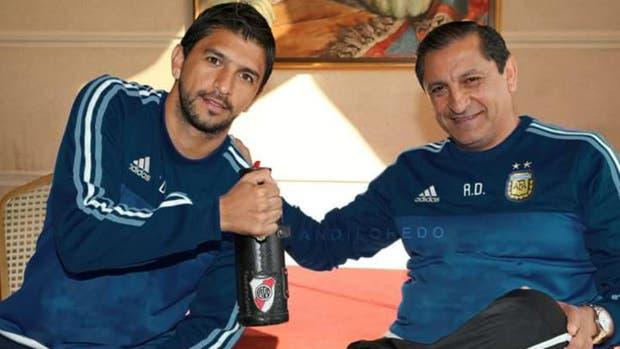 La foto que explotó en las redes: Ramón y Emilano Díaz con la ropa de la selección