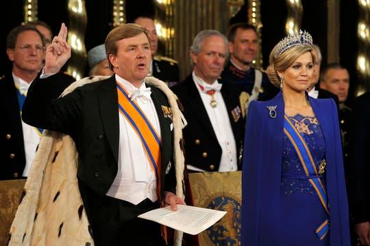 El rey dijo unas palabras y luego le tomaron juramento. Foto: Reuters