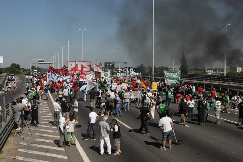 Corte en Acceso Oeste y Vergara. Foto: LA NACION / Mauro Alfieri