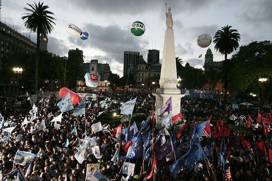 Los festejos en Plaza de Mayo. Foto: EFE