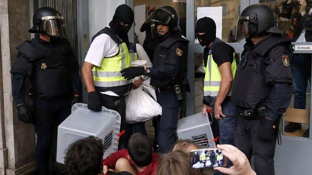 Cataluña: cerró la violenta votación que dejó 465 heridos