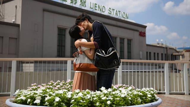 El artista retrata fotos alrededor del mundo. Foto: Ignacio Lehmann / Fb: 100 World Kisses