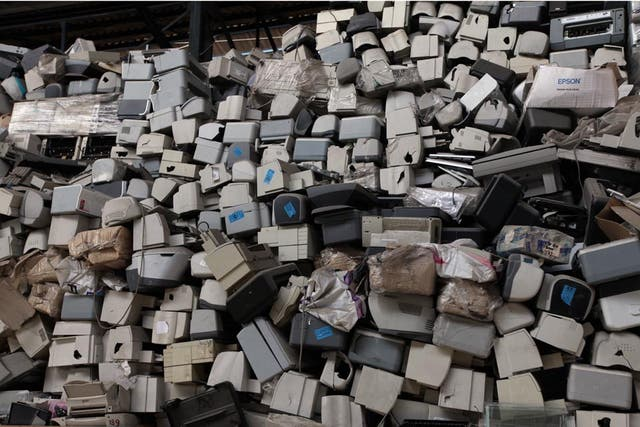 Los monitores sin reciclar también se acumulan en las plantas de procesamiento de nuestro país