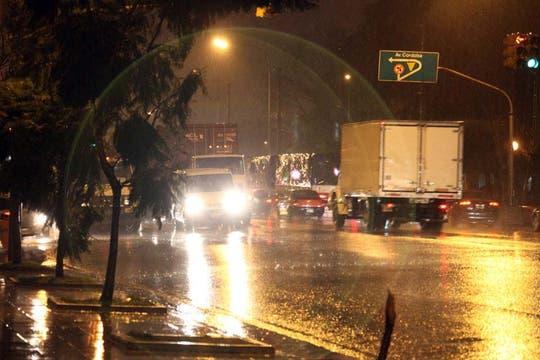 Temporal de lluvia y viento en Buenos Aires. Foto: lanacion.com / Guadalupe Aizaga