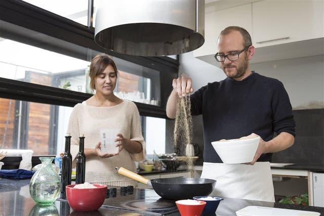 Carina Margaria y David Kiesewetter preparan recetas con la novedosa harina de teff