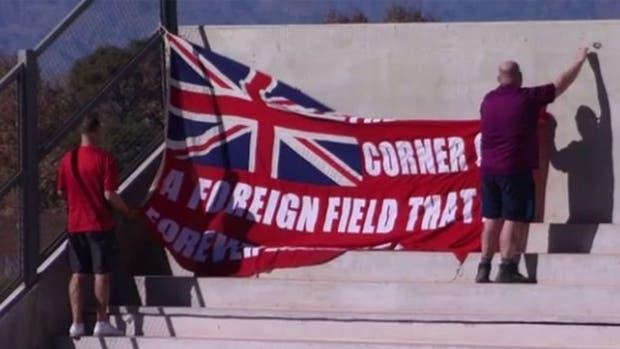 La bandera de la polémica en el estadio Bicentenario