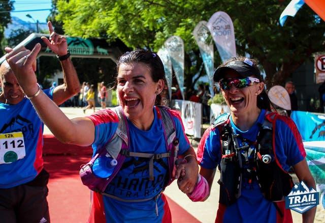 La llegada de Tania Díaz y Adriana Vargas, Campeonas Nacionales de UltraTrail 2017