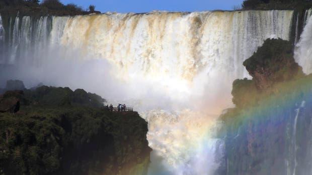 En Iguazú, el pozo mide más de 80 metros y es una de las más famosas del mundo