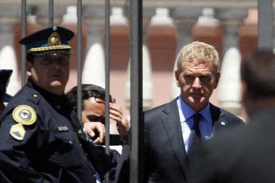 Francisco De Narváez sale de la Casa Rosada tras despedir al ex Presidente. Foto: LA NACION / Rodrigo Néspolo