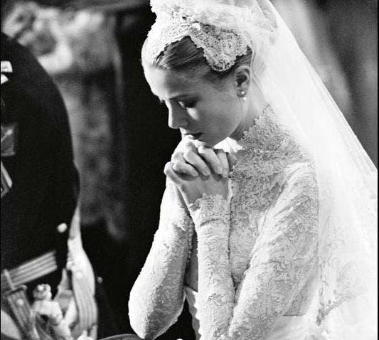 El 19 de abril de 1956, la hermosa Grace Kelly pasó de ser una estrella de cine a ser la princesa de francia, al unirse a Rainiero de Mónaco. Foto: /Corbis