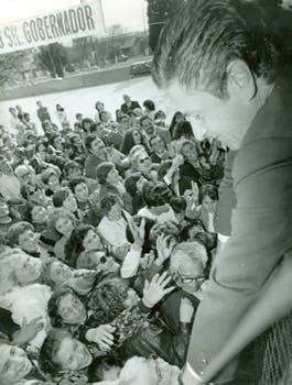Duhalde en un acto proselitista; fue gobernador por dos períodos, entre 1991 y 1999. Foto: Archivo