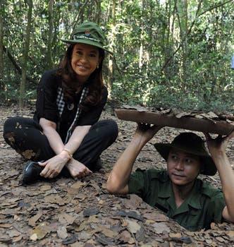Cristina Kirchner visitó el museo y los túneles vietnamitas a 38 años de la capitulación de Estados Unidos. Foto: Télam