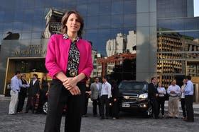 Isela Constantini, flamante CEO de General Motors de Argentina, al frente de su equipo