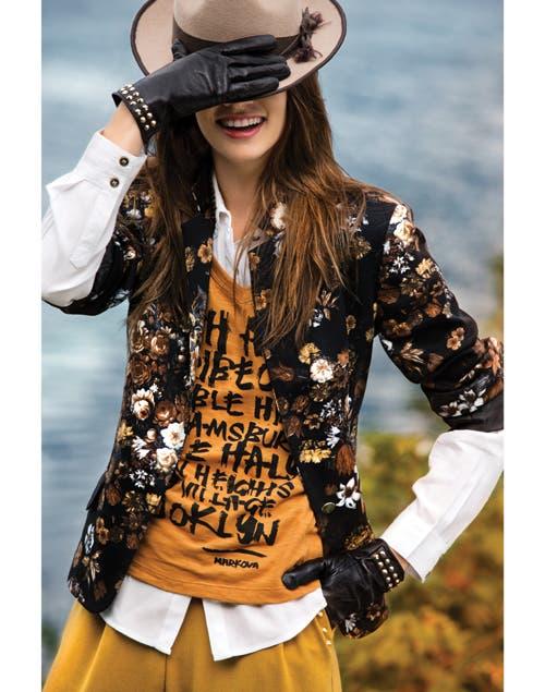 Sombrero($560, Compania de sombreros). Camisa ($598, Portsaid). Remera ($238, Markova). Blazer($940 Portsaid). Guantes ($490, La merceria).