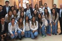 Las Leonas, con la CAH presidida por Aníbal Fernández, fueron recibidas por Macri