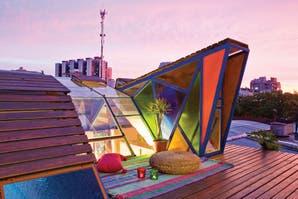 Una terraza con mucho color