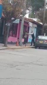 Un chofer atrapó a un hombre que había manoseado a una adolescente en un colectivo - Fuente: Calu Ce