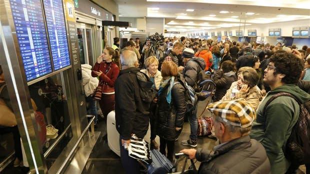 El martes habrá un paro total de Aerolíneas y Austral
