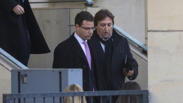 Núñez Carmona (derecha) se retira de Comodoro Py