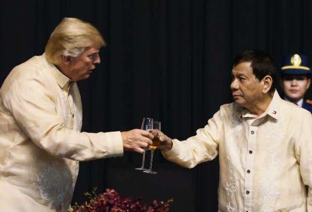 Trump y Duterte, ayer, en Manila
