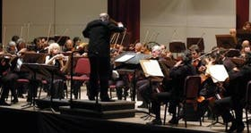 Pedro Ignacio Calderón, al frente de la Orquesta Sinfónica Nacional