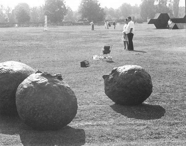 Esculturas de Lucio Fontana en Documenta, en 1968