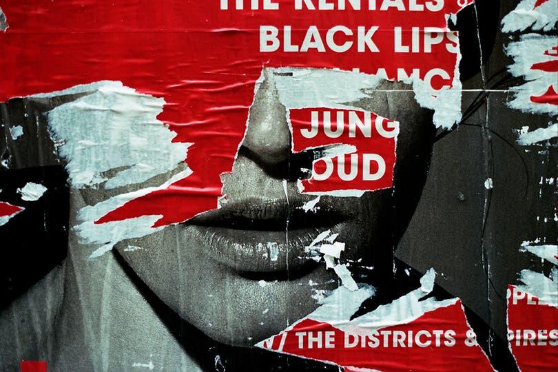 Black Lips (2014), fotografía de Lucía Mara, ilustra la tapa del catálogo de su muestra actual