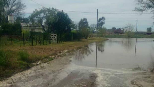 El agua entrando en Girodias, en el partido de Trenque Lauquen