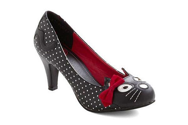 Zapato negro con detalle felino. Detalles sutiles. Foto: Trendenciasshopping.com