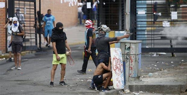 Manifestantes usaron armas de fuego ayer durante la represión de las fuerzas de seguridad