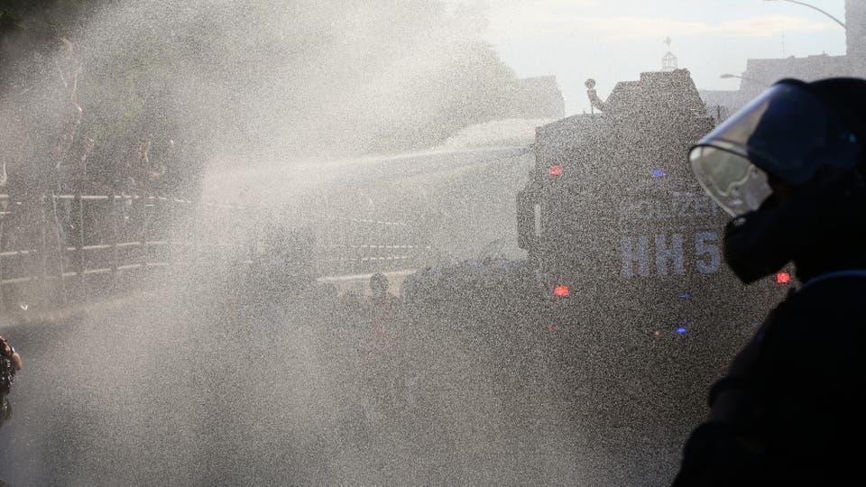 La policía desaloja una protesta contra el G-20 en Hamburgo. Foto: Reuters / Bodo Marks