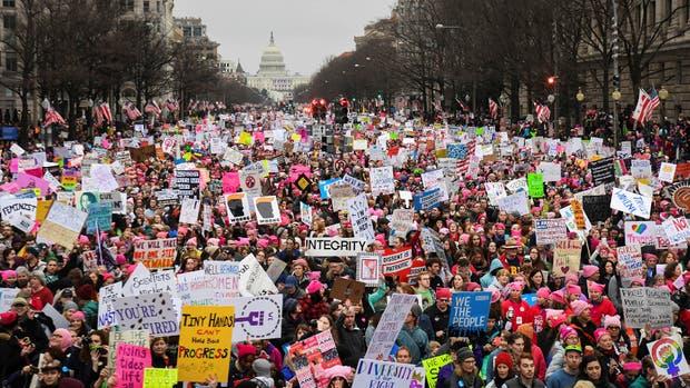 Con el Congreso atrás, cientos de miles de personas marcharon rumbo a la Casa Blanca