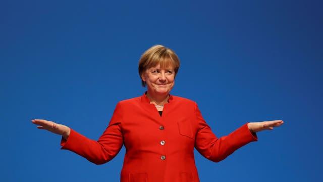 Los alemanes votan en unas elecciones que confirmarían a Merkel 16 años en el poder