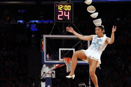 Las porristas de la NBA ya no son tan atractivas... pero ¡qué habiliad!. Foto: Reuters