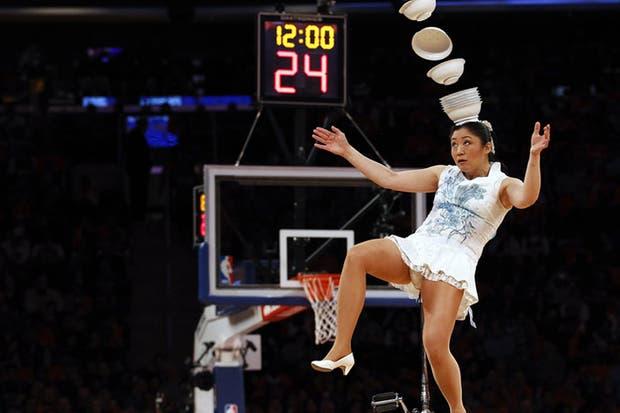 Las porristas de la NBA ya no son tan atractivas... pero ¡qué habiliad!.  Foto:Reuters