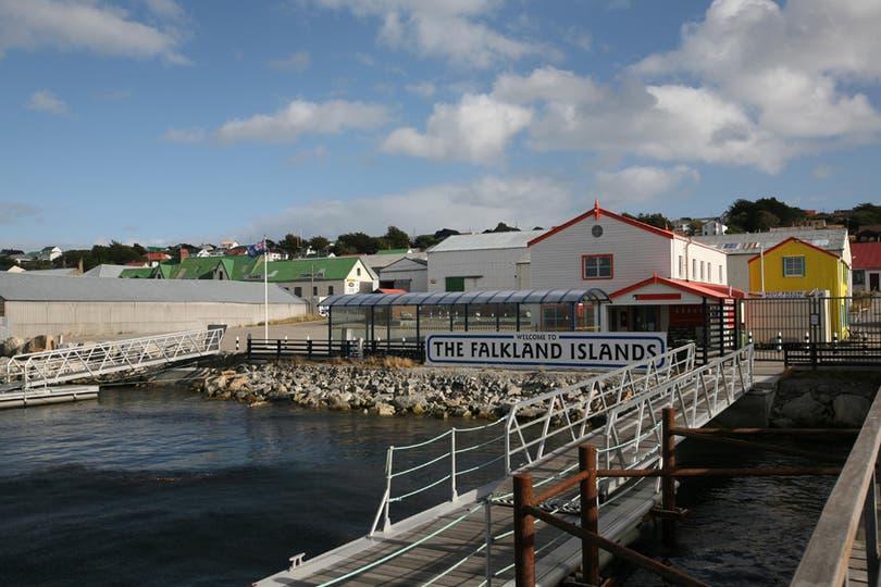 Puerto donde desembarcan los turistas que visitan las islas. Foto: LA NACION / Mauro V. Rizzi
