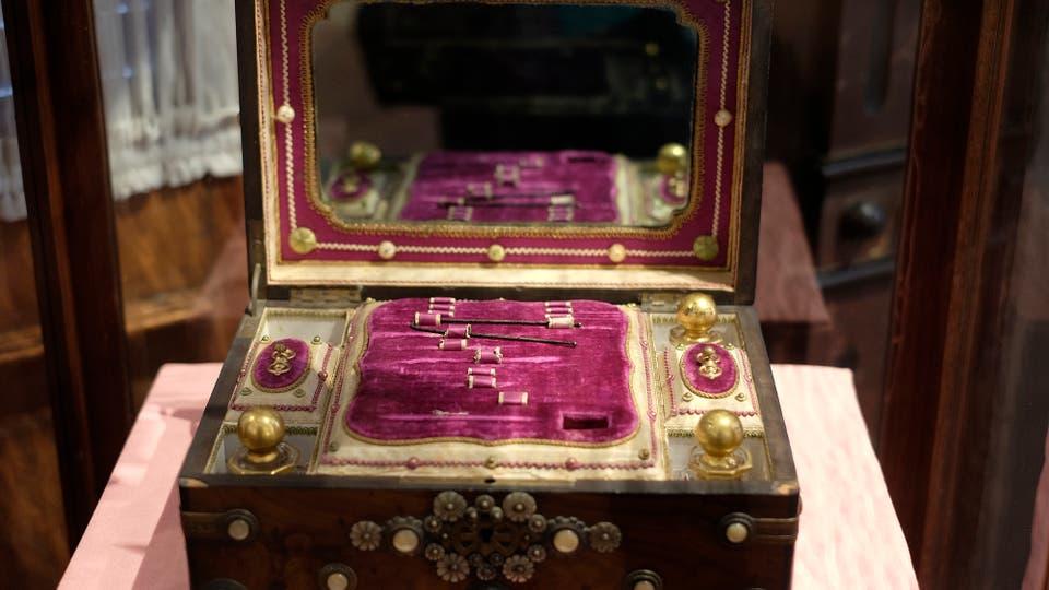 Costurero y escritorio a la vez y que perteneció a Delfina de Vedia de Mitre, esposa de Bartolomé. Foto: LA NACION / Hernán Zenteno