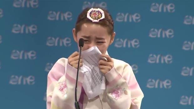 Yeonmi Park rompe en llanto en pleno discurso